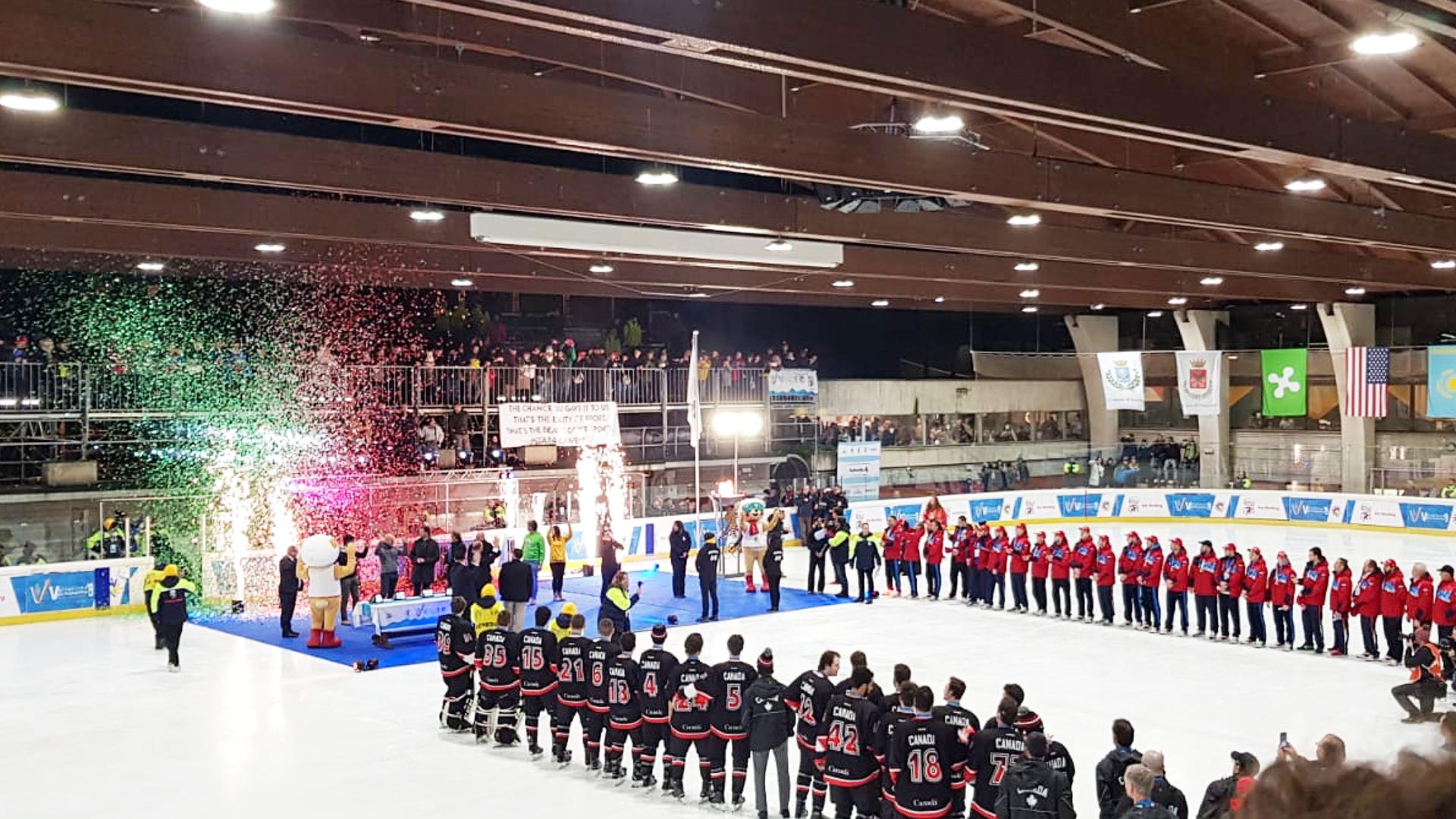Palaghiaccio di Chiavenna gremito per la finale di hockey su ghiaccio: vincono gli USA alle Winter Deaflympics